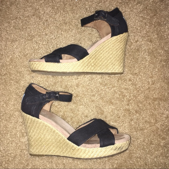 08f96b9790e TOMS Black Canvas Women s Strappy Wedges. M 5ac33ee25521be6ce6d492c0